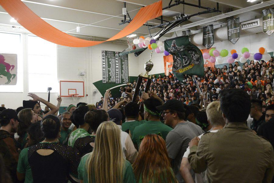 (Story/Photos) Seniors win Battle of the Classes after mistaken announcement