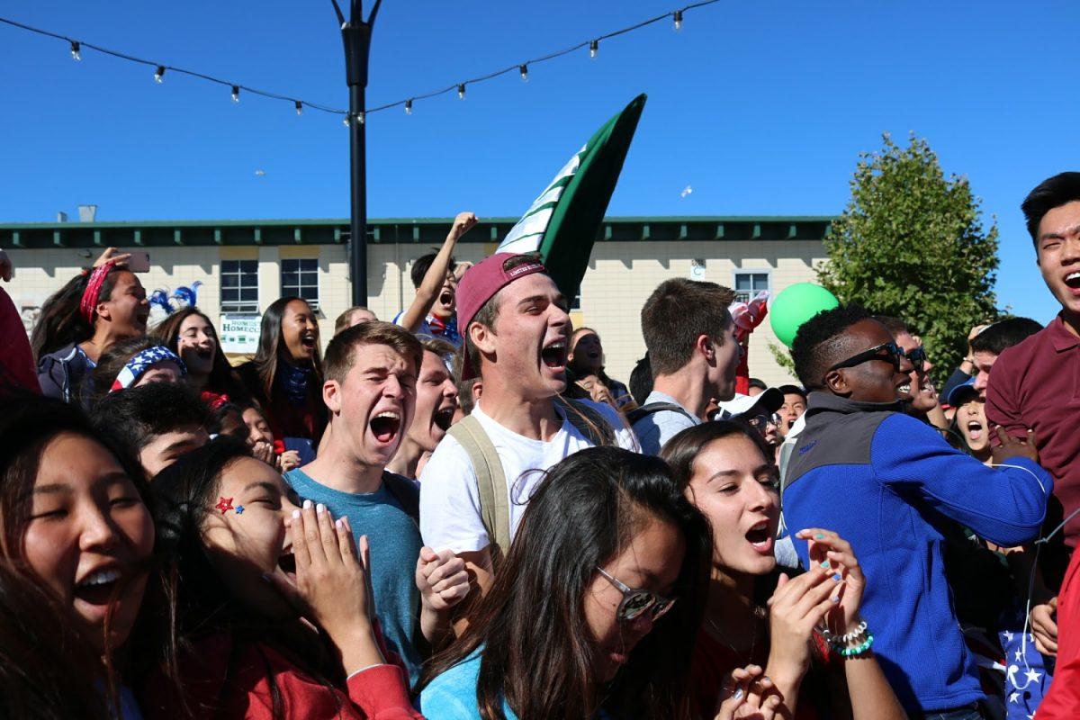 The+seniors+scream+their+loudest+during+cheer+offs.