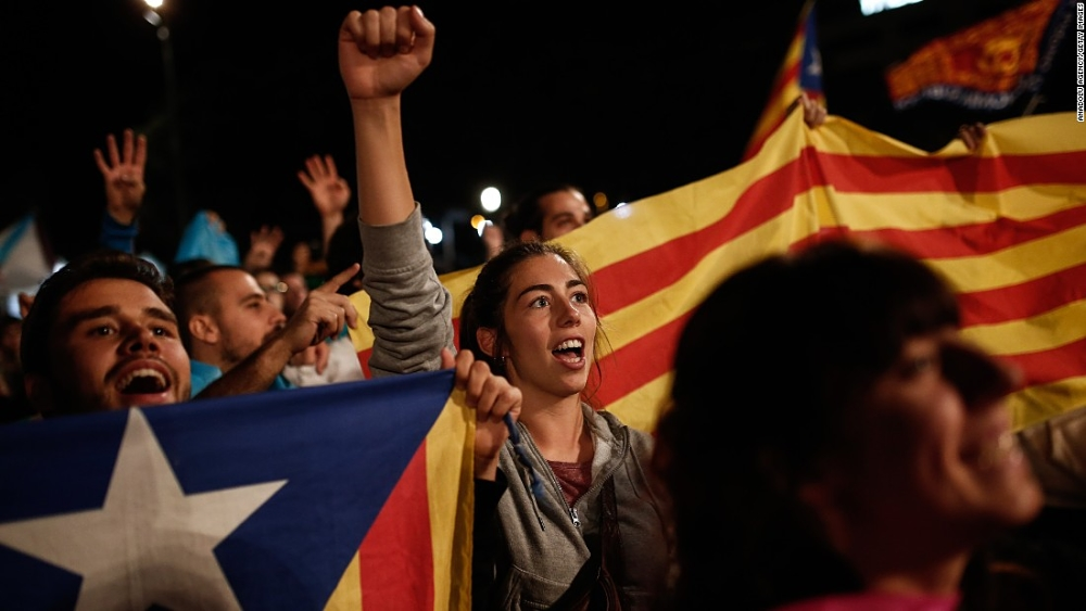 Catalans in favor of secession gathered in Barcelona as others attempted to vote in the Oct. 1 independence referendum that had been outlawed by the Spanish government. Photo courtesy of CNN.