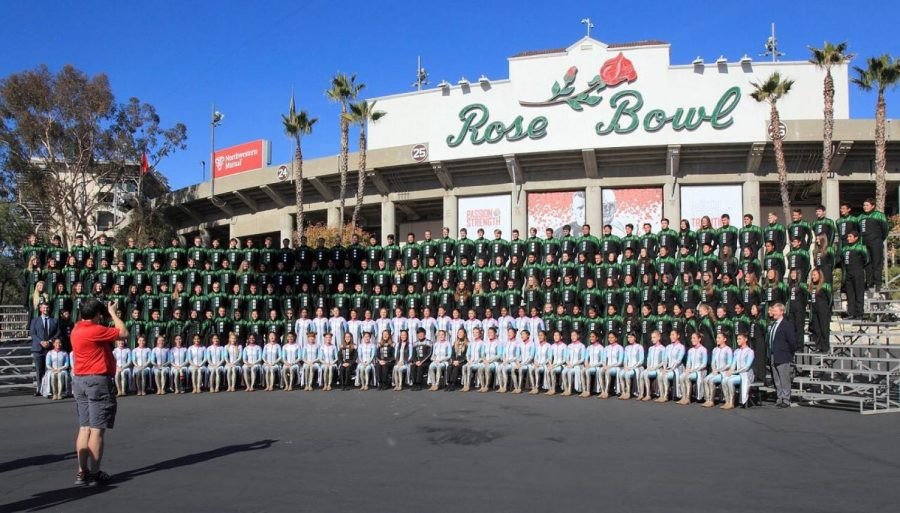 The+HHS+Marching+Band+poses+for+a+group+picture+before+the+Rose+Bowl